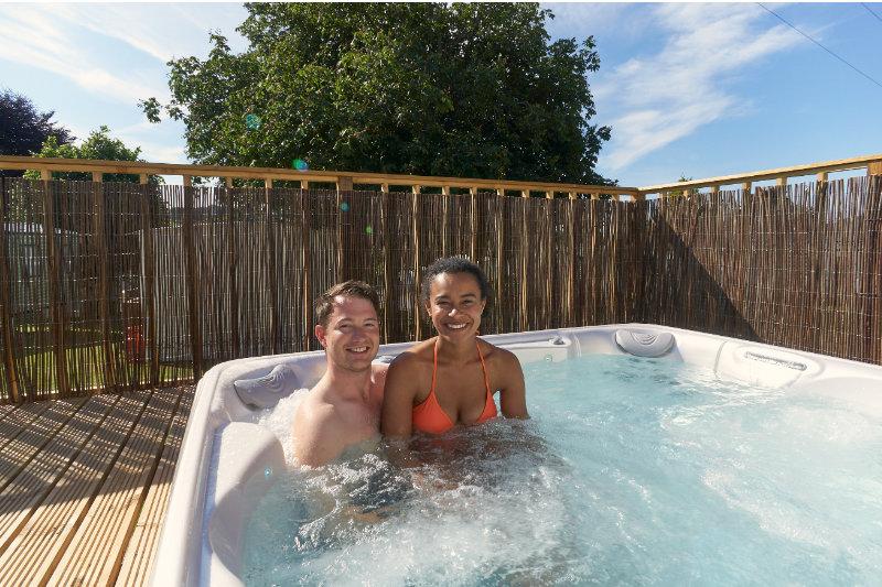 Andrewshayes Beech 2 VIP Bed - Hot Tub Fun