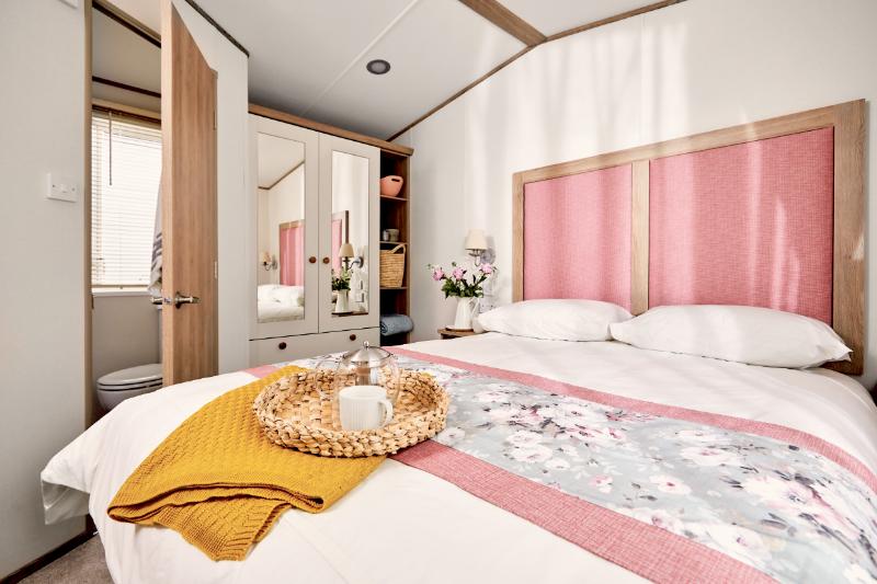 Andrewshayes Beech 2 VIP Bed - Main Bedroom