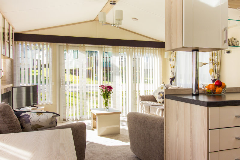 Andrewshayes Oak VIP 3 Bed - Dinning Lounge Area