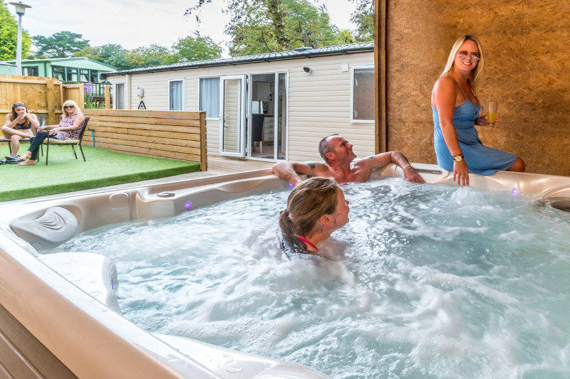 Andrewshayes Oak VIP 3 Bed - Enclosed Hot Tub
