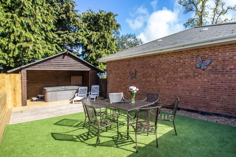 Andrewshayes Oak VIP 3 Bed - Large Enclosed Garden
