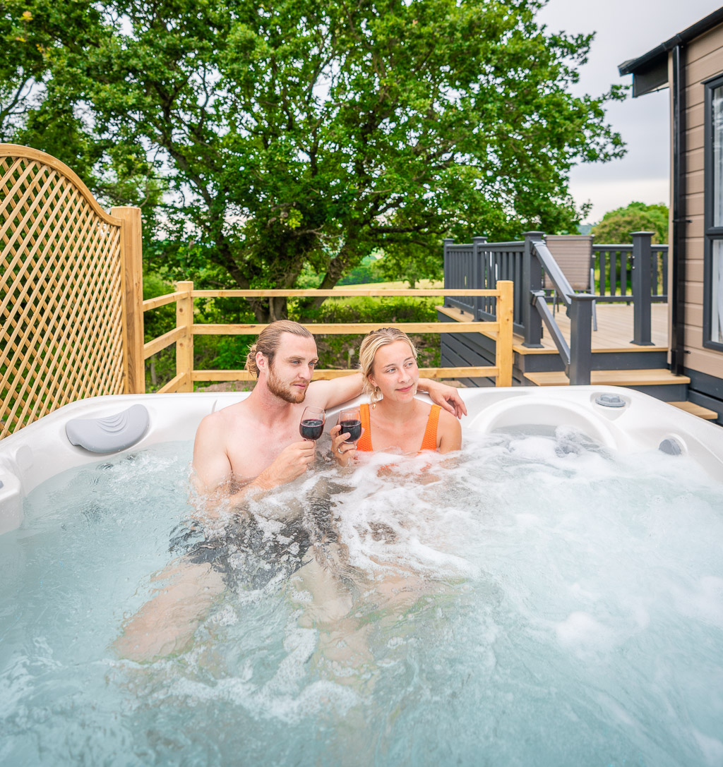Andrewshayes-Orchard-Lodge-Static-Caravan-Holiday-East-Devon-Hot-Tub-George-Isabelle-12